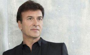 Irmão de Tony Carreira atualiza estado de saúde do cantor. Família já visitou artista no hospital