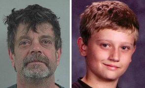 Pai mata filho após menor encontrar fotos suas com roupa de mulher