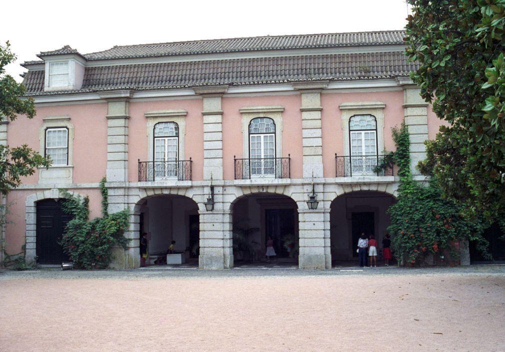 Exposição junta coleções do Museu da Chapelaria e do Museu do Traje em Lisboa