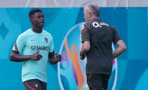 Euro2020: Nuno Mendes integrado no treino de Portugal, titulares com França em recuperação
