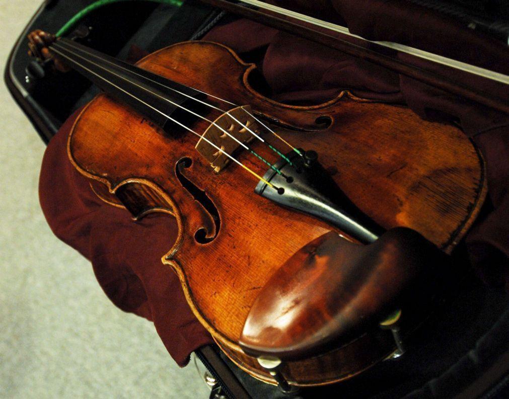 Violinistas Sofia Ruivo e a Joana Mendonça nos