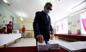 PM argelino apresenta demissão do governo após abstenção recorde nas legislativas