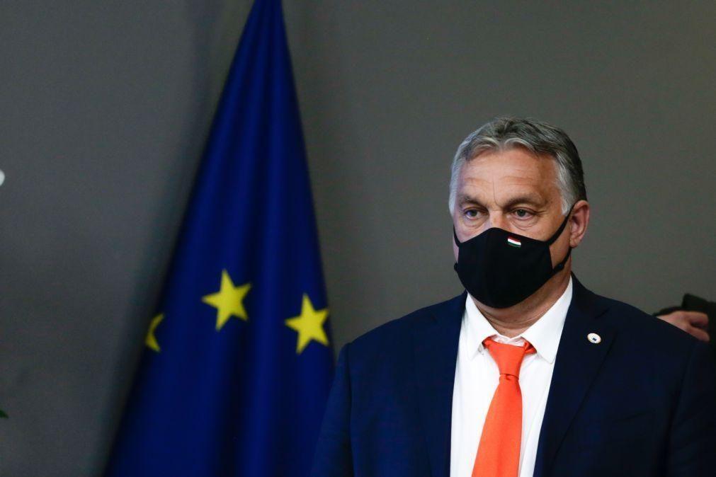 UE/Cimeira: Primeiro dia termina sem declarações e marcado por discussão sobre Hungria