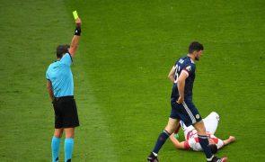 Euro2020: Faltas e cartões amarelos diminuem enquanto número de penáltis duplica