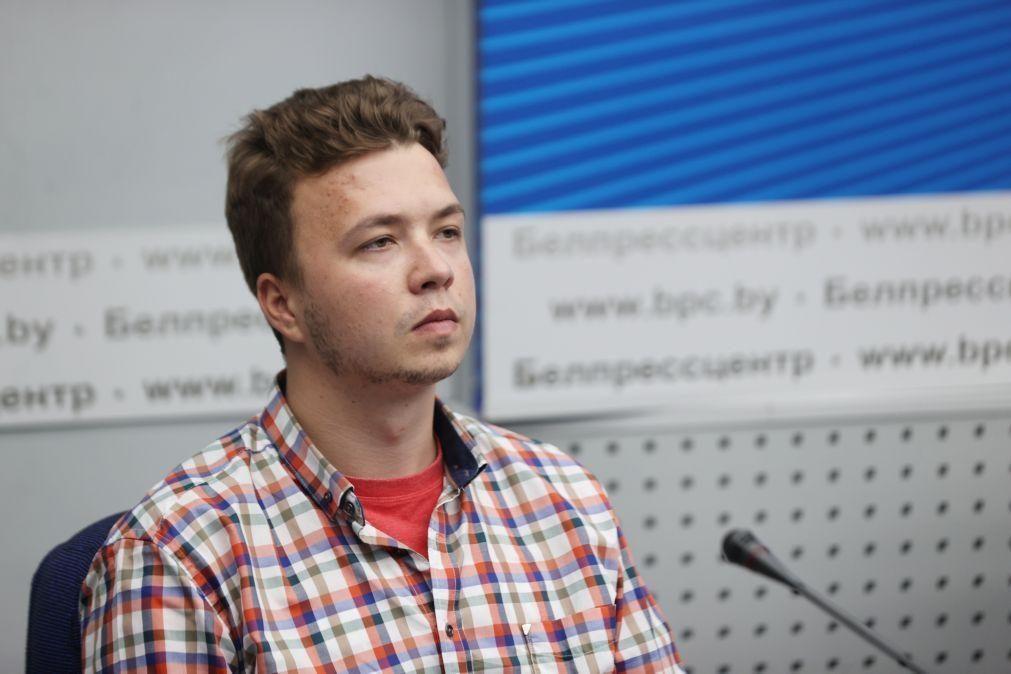 Opositor bielorrusso Roman Protasevich e namorada passam a prisão domiciliária
