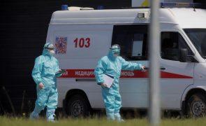 Covid-19: Rússia regista 601 mortes em 24 horas, recorde do ano