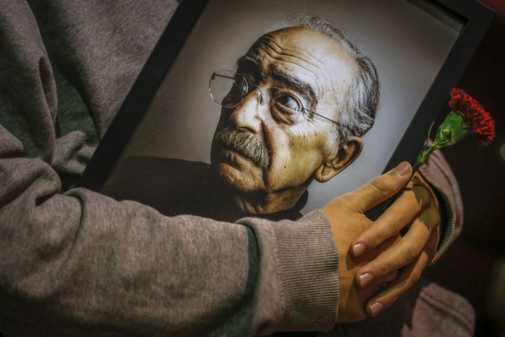 Espólio de José Mário Branco foi cedido à Universidade Nova e haverá uma fundação