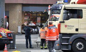 Pelo menos três mortos e vários feridos graves em ataque com faca em Wuertzburg