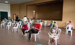 Metade da população portuguesa recebeu pelo menos uma dose da vacina contra a covid-19