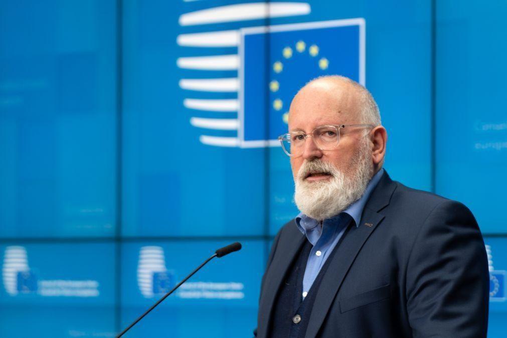 Timmermans apela a mudança política na Hungria