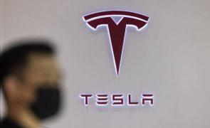 Tesla recolhe 285 mil carros ao detetar risco de colisão nos veículos autónomos