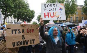 Covid-19: Milhares manifestaram-se em Londres contra travão no desconfinamento