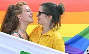 Pelo menos 16 casais homossexuais adotaram uma criança desde mudanças legais há cinco anos