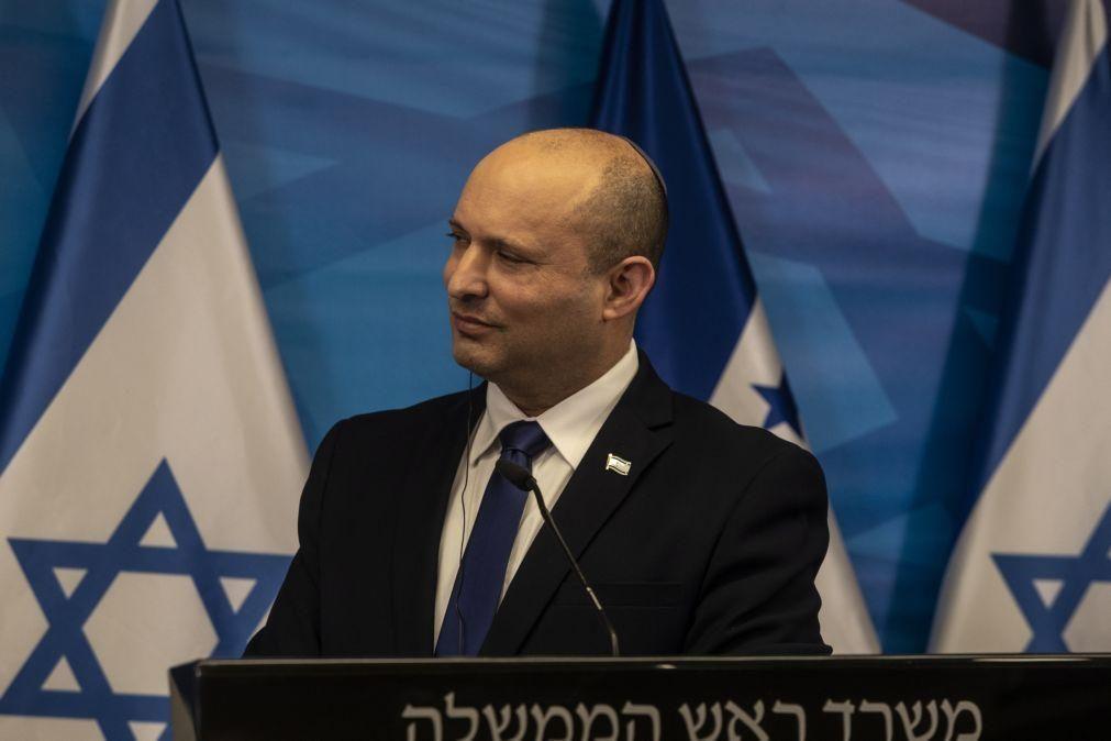 Covid-19: PM israelita apela aos jovens para se vacinarem