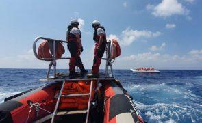 Resgatados 201 migrantes africanos na travessia do Mediterrâneo para a Europa