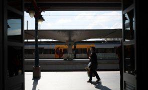 Greve dos trabalhadores da IP paralisa comboios de longo curso e regionais, segundo o sindicato