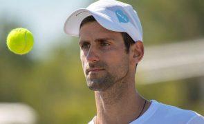 Wimbledon: Novak Djokovic bate Jack Draper e segue para a segunda ronda