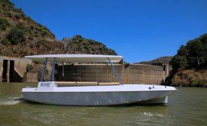 Gravuras rupestres do Côa ganham nova visita com embarcação movida a energia solar