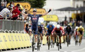 Tour: Merlier sobrevive às quedas para vencer a terceira etapa