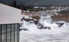 Mau tempo: Grupos central e ocidental dos Açores sob aviso amarelo devido a chuva