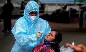 Covid-19: Índia regista menos de 40 mil casos diários pela primeira vez em três meses