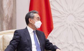 China pede ao G20 para evitar restrições às vacinas contra a covid-19