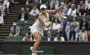 Ashleigh Barty segue para a segunda ronda de Wimbledon