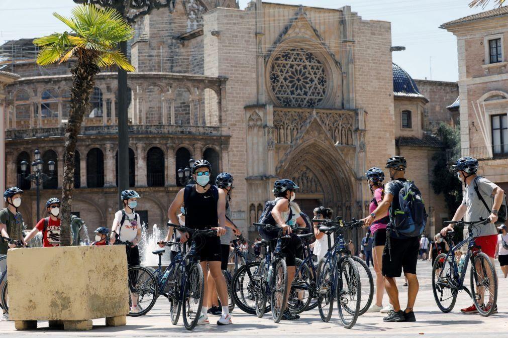 Covid-19: Incidência acumulada em Espanha sobe para 107 casos