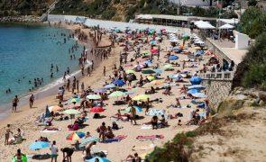 Covid-19: Mais de 4,5 milhões de pessoas nas praias em Portugal Continental durante junho - APA