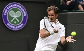 Medvedev bate Struff e segue para a segunda ronda de Wimbledon