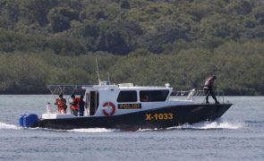 Pelo menos sete mortos e 11 desaparecidos em naufrágio na Indonésia