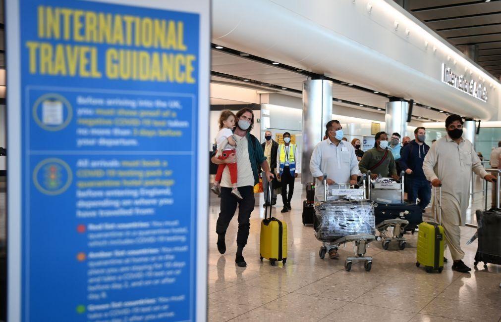 Covid-19: Viajantes menores acompanhados por vacinados dispensados de isolamento
