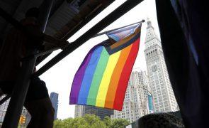 Bruxelas avisa novamente Hungria para retirar polémica lei contra direitos LGBT