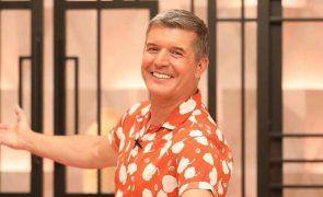 João Baião transborda felicidade ao saber que foi pai em direto