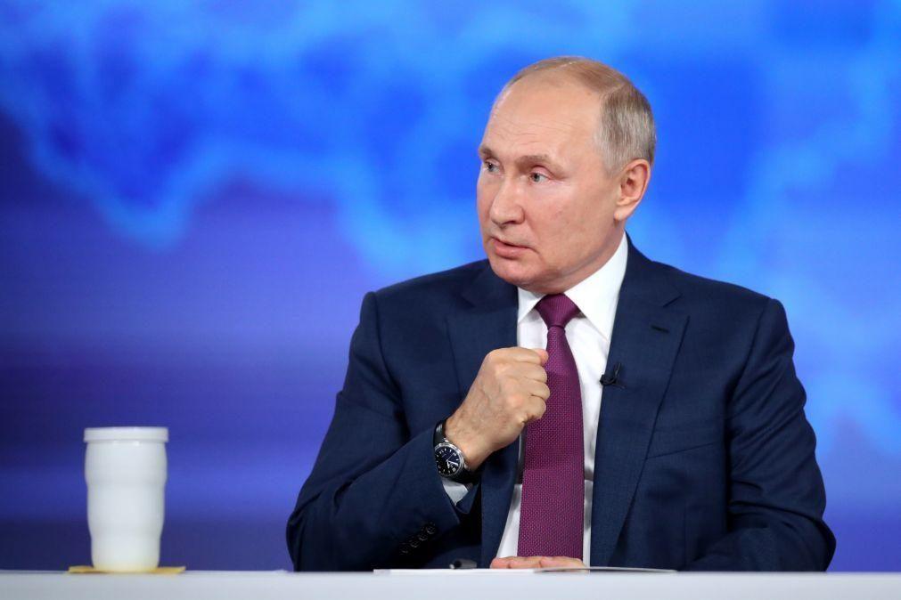 Putin promulga lei que proíbe negar papel do povo soviético contra Alemanha nazi