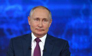 Bielorrússia: Putin promete ajuda para resistir às sanções da UE