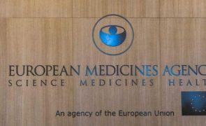 Covid-19: Todas as vacinas aprovadas na UE parecem proteger contra variantes - EMA
