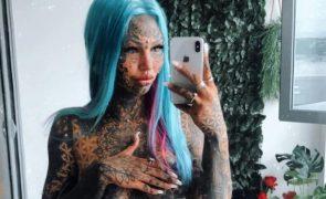 O antes e depois de uma modelo após tatuar 98% do corpo [fotos e vídeo]