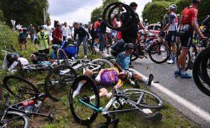 Tour: Organização retira queixa contra mulher que causou queda de ciclistas