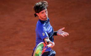 Gastão Elias bate Istomin e segue para os 'quartos' do Porto Open em ténis