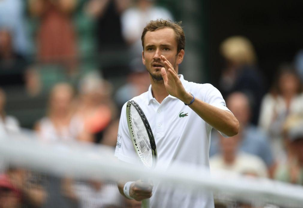 Wimbledon: Daniil Medvedev apura-se para a terceira ronda