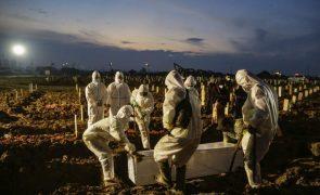 Covid-19: Pandemia já matou quase 3,96 milhões de pessoas no mundo