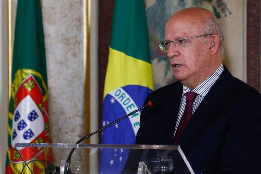 Portugal já aplica legislação do Luxemburgo sobre salários no consulado - MNE Santos Silva