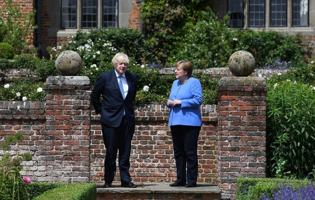 Brexit: Merkel diz confiar numa