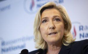 Le Pen e 15 aliados, incluindo Orbán, querem aliança no Parlamento Europeu