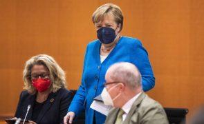 Euro2020: Angela Merkel inquieta pelo número de adeptos permitidos para Wembley