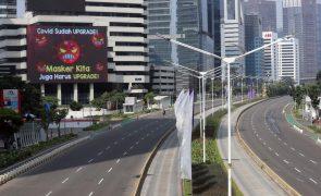 Covid-19: Indonésia sob confinamento parcial até dia 20