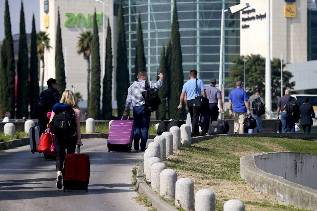 Ministério Público acusa de furto 25 funcionários do serviço de bagagens do aeroporto de Lisboa