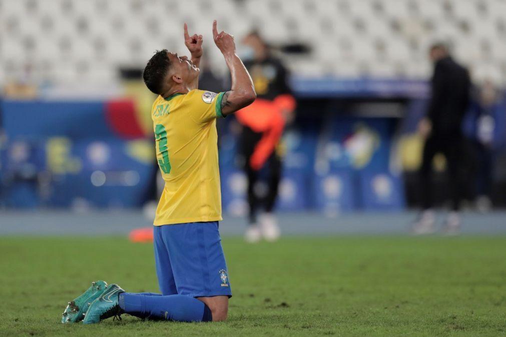 Copa América: Brasil aguenta-se com menos um face ao Chile e está nas 'meias'