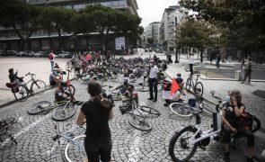 Cerca de 100 ciclistas em vigília no Porto contra mortes por atropelamento